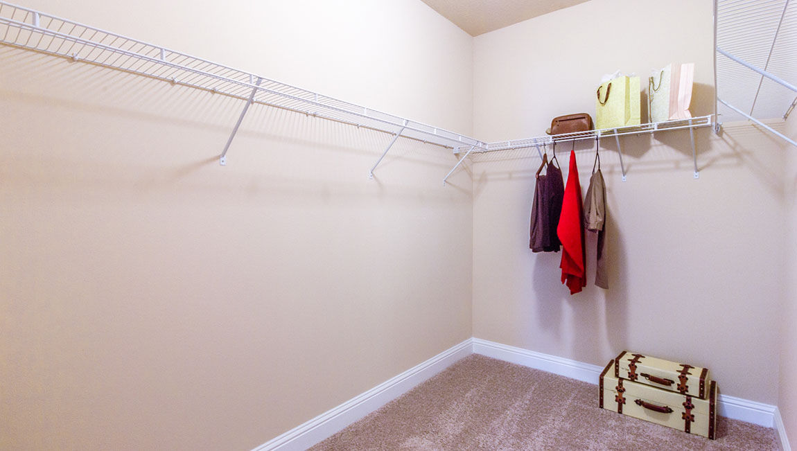 The Avery - Walk In Closet